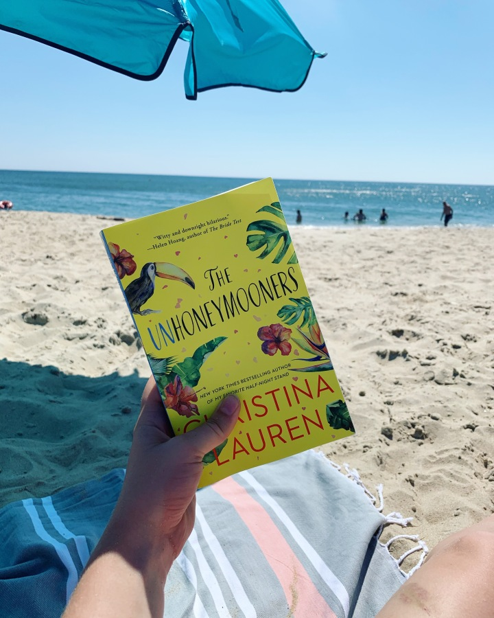 Beach Reads: The Unhoneymooners by Christina Lauren. whatsdanadoing.com
